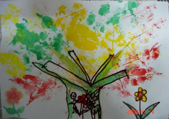 秋天的大树,左下角的那一朵花儿是我画的
