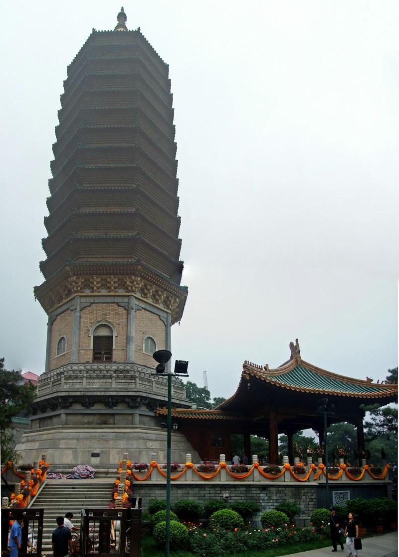 二处灵光寺的佛牙舍利塔
