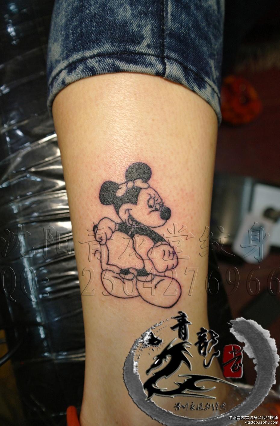 常见纹身部位有:脚面纹身,脚踝纹身,小腿纹身,大腿纹身,包小腿纹身图片