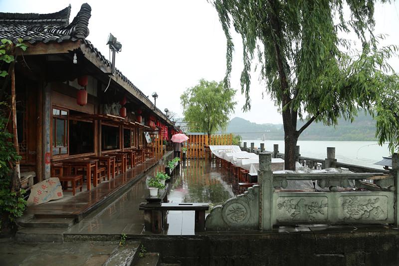 閬中古城:雨中寧靜的享受
