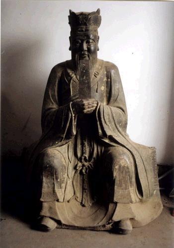 现存中国河南省驻马店市新蔡县文管所的孔子铜像是