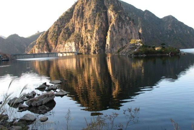 杜庄西北,北距祖山10公里,距孤石峪四公里,距秦皇岛市区只有20多公里