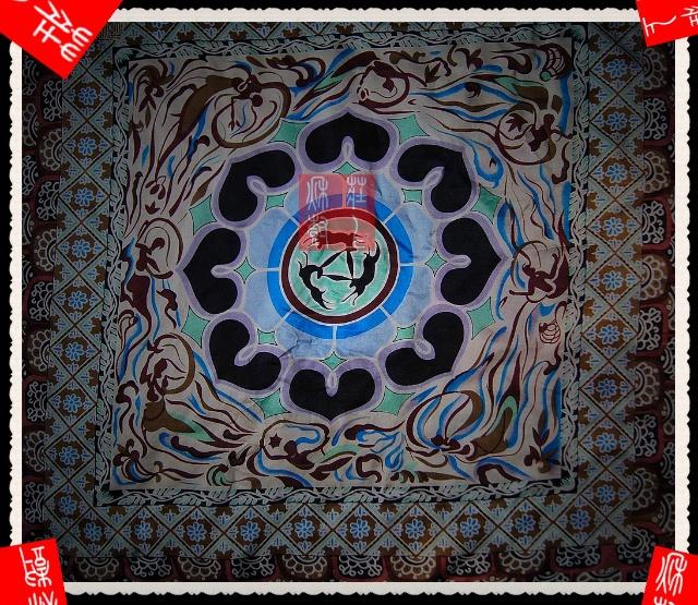 朋友们共享来自敦煌研究所的真丝丝巾三兔飞天藻井图案,可以看到吉祥图片