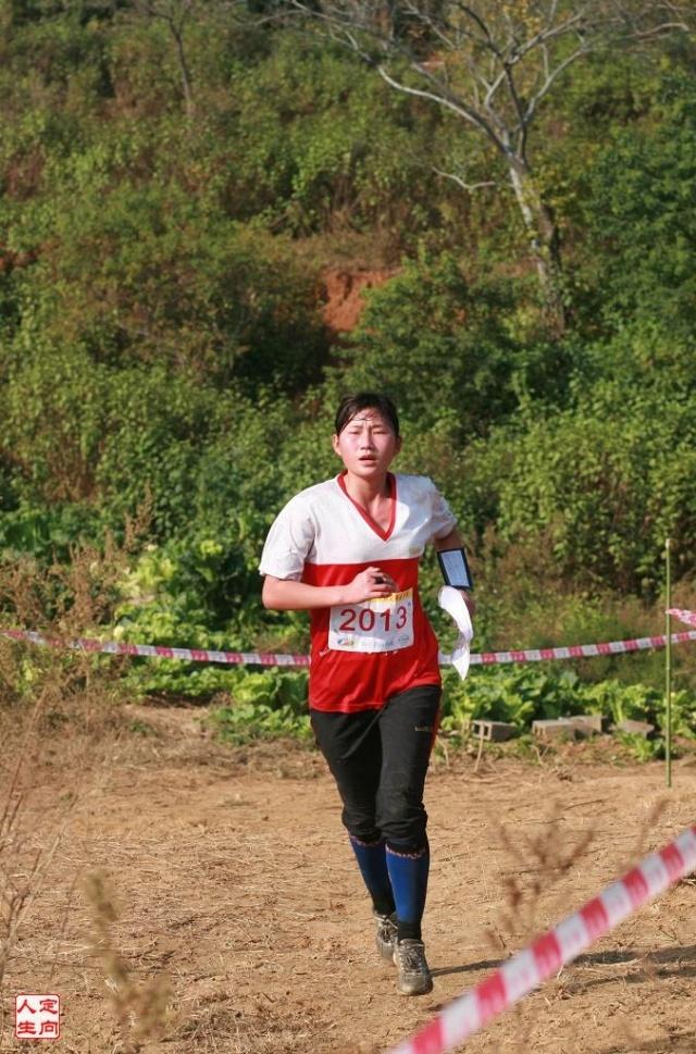 在12月4日举行的中距离(野外)比赛中,我校教育学院10级谭玲敏(国家