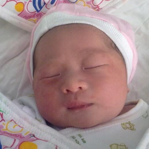 发小妍,在1月26日,小年,生了可爱的宝宝,小名丁丁.