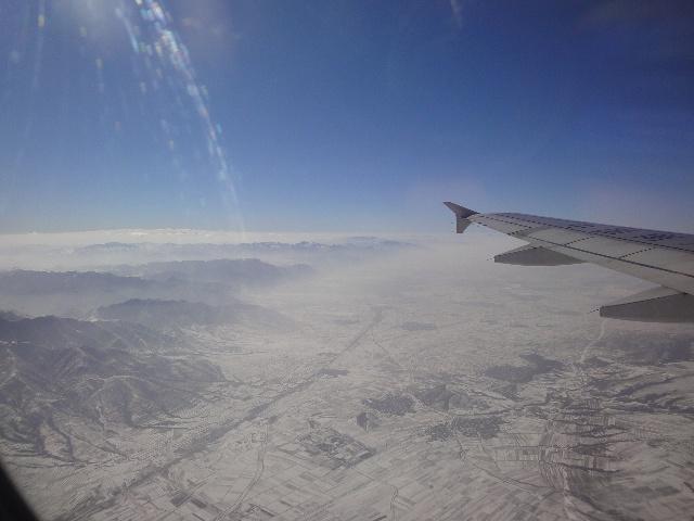在飞机上,我一路都在捻动佛珠念佛号,在临近大同飞机降落时,可以看到
