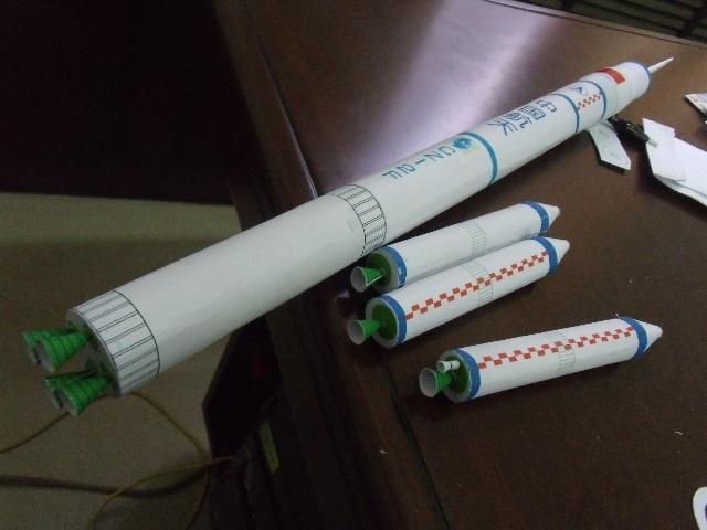 纸火箭模型步骤