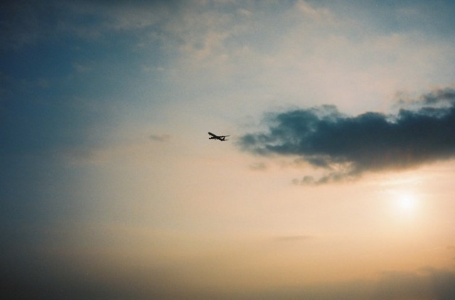 飞机飞过去了