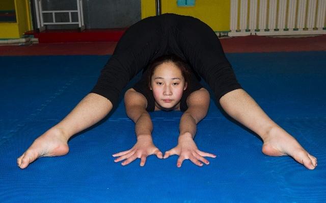 柔术女孩网络征集高难度动作名字