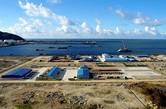 离荷包岛和珠海港直线距离均不