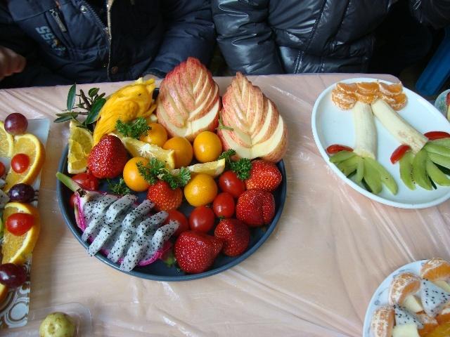 圣诞节亲子做水果拼盘活动