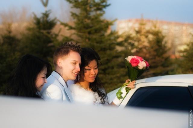 哈萨克斯坦首次女同性恋婚礼图片